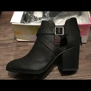 ♦️SOLD ♦️ Brand New - Never used Cutout booties!